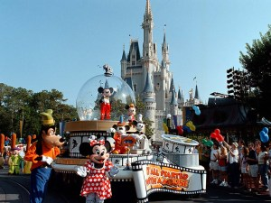 WDW Share a Dream Parade (Mickey long)