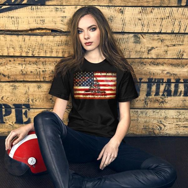 Don't Tread On Me – Gadsden & American Flag Composition on Black T-Shirt