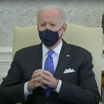 Hypocrite Joe Biden Seen Mingling with the Maskless While Calling for Mask Mandates