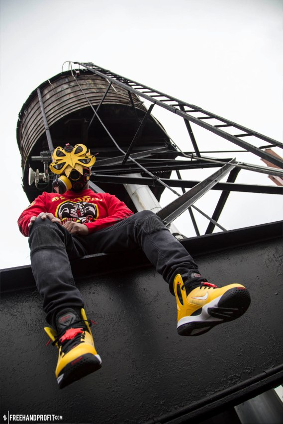 The 81st sneaker gas mask by Freehand Profit. Worn by Figgs of 8 and 9 MFG CO.