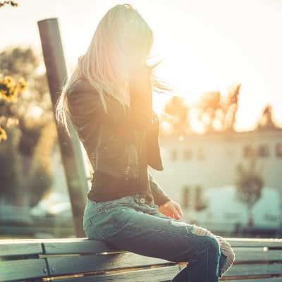 Alone-Sad-Girl-DP-For-Facebook-Whatsapp (35)