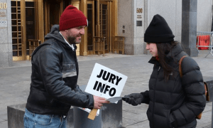 Jury Nullification Outrach Outside Ross Ulbricht Trial