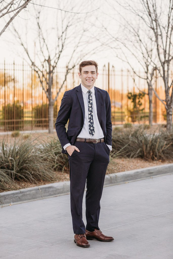 LDS missionary photoshoot at the gilbert arizona temple