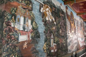 There were many long walls with intricate paintings depicting the history of wars and royalty in Thailand