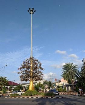 Blingy street lamp