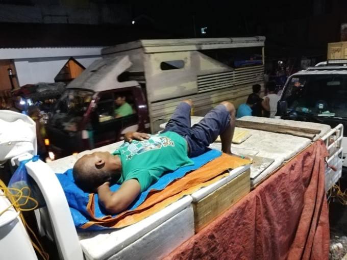 セブ島パシル地区の寝てるおじさん