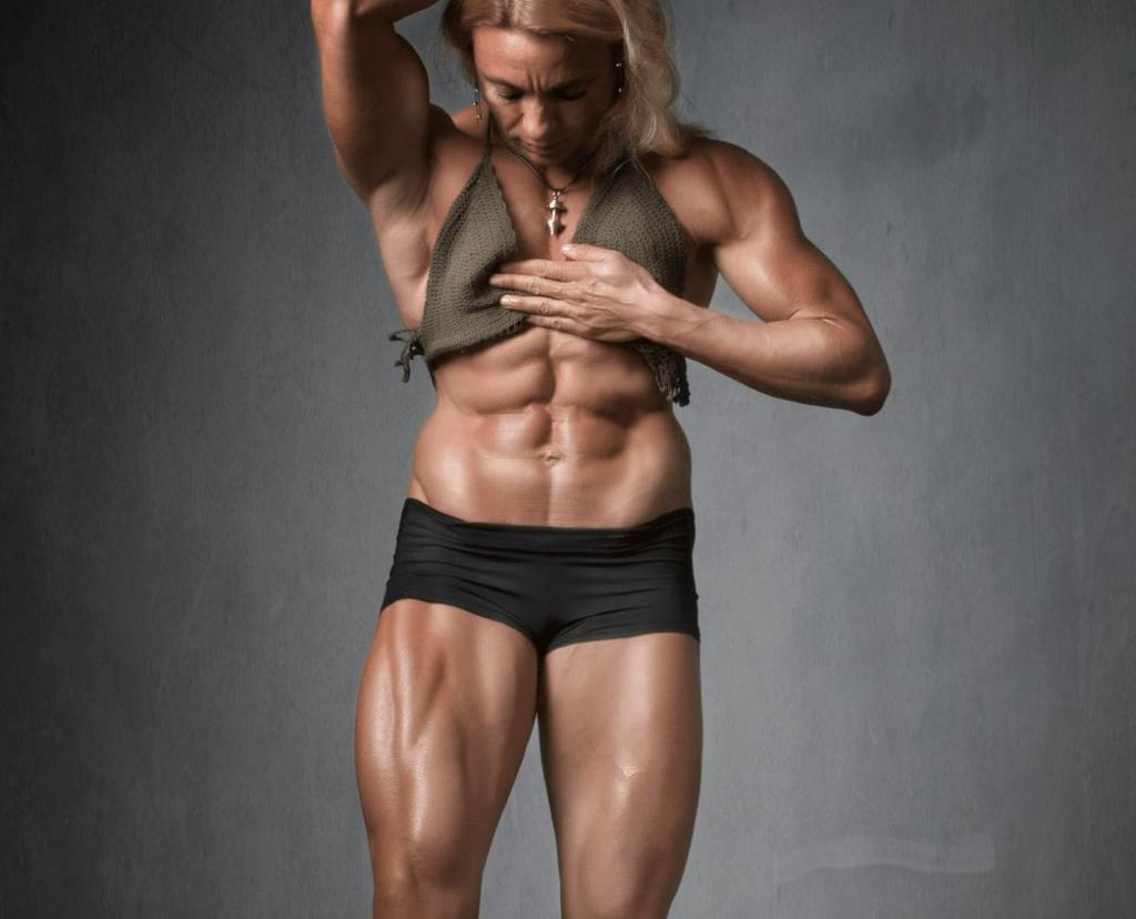 Woman with a big and bulky muscular look