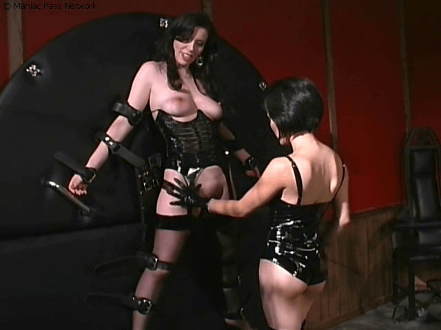 BDSMgames.com SiteRip – Hardcore Straight And Lezdom BDSM Videos. Including Whipping, Strapon Fucking, Painful Tits And Pussy Torture…