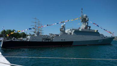 صورة عقب دخول مدمرة أميركية البحر الأسود ..سفينة صواريخ روسية تتابع تحركاتها