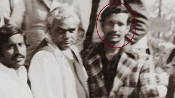 An old picture of Tarkishore Prasad with the former Indian PM Atal Bihari Vajpayee