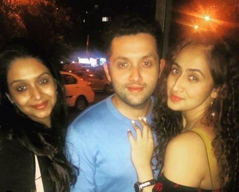 Ruchikaa Kapoor with her siblings