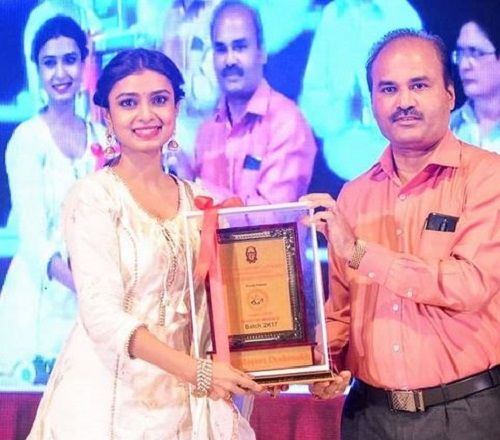 Mayuri Deshmukh Receiving an Award
