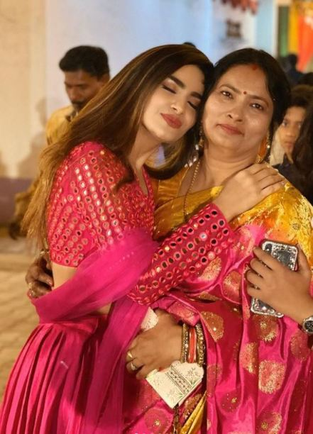 Sakshi Dwivedi with her mother