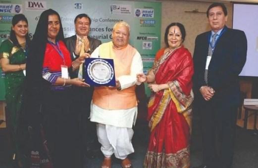 Pabiben Rabari receiving her National Award