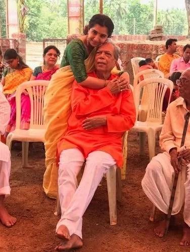 Snehlata Vasaikar with her father