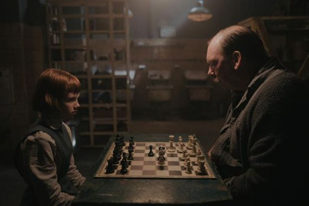 Beth Harmon (played by Isla Johnston) playing chess with William Shaibel (played by Bill Camp) in a scene from The Queen's Gambit (2020)