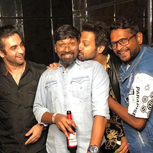 Karan Veer Mehra with his friends