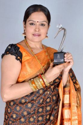Chandrakala Mohan with her Zee Kutumba Award