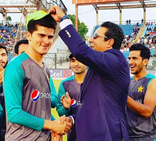 Shaheen Afridi receiving his T20 debut cap from Pakistani pace legend and Shaheen's idol Wasim Akram
