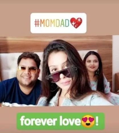 Isha Malviya with her parents