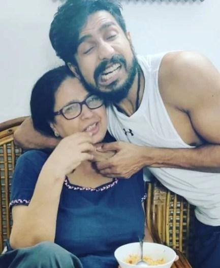 Vishnu Vishal with his mother