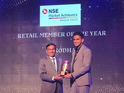 Nithin Kamath receiving an award