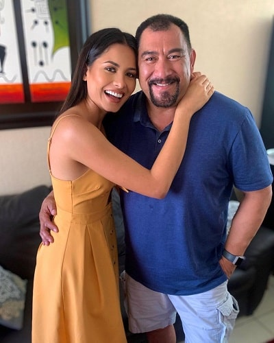 Andrea Meza with her father