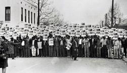 Homens negros em protesto nos Estados Unidos