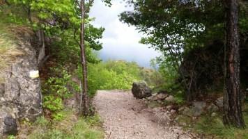 Am Passo Rochetta, der Trail ist schön feinschottrig, daher auch bei Nässe gut zu fahren