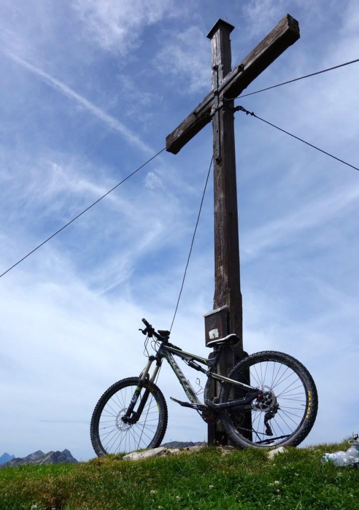 zum Gipfelkreuz des Friederspitz auf 2049m.