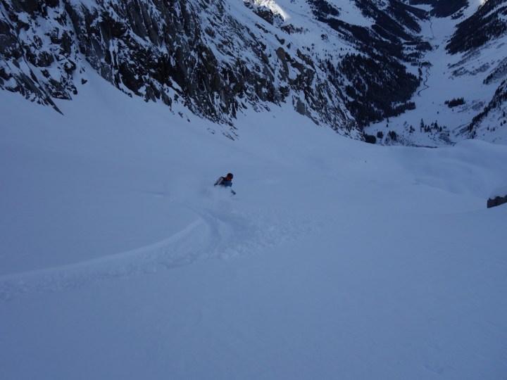 Skiers-left an der Felswand ist die Königslinie