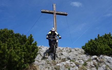 Direkt am Kreuz des Simetsberg geht's los...