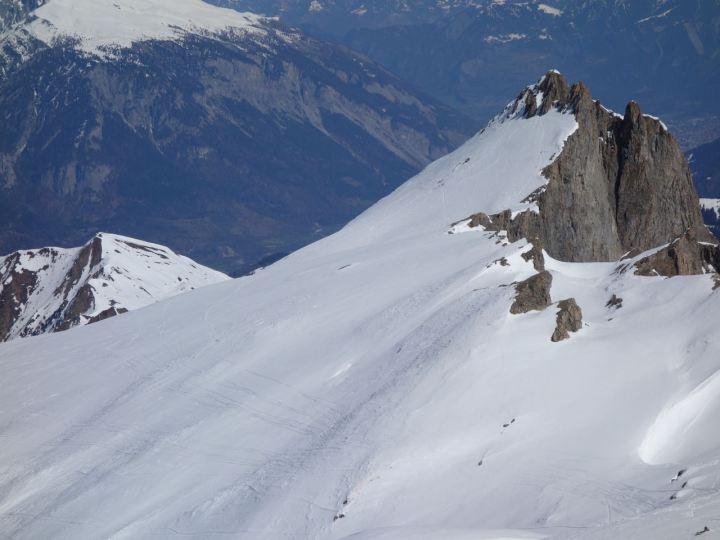 doch die Nordseiten sind derzeit skifahrereisch lohnender: das Oberhorn kurz vor dem Pitz Fess