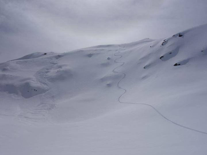 kleine Rutsche durch Selbstauslösung vom Schneefall am Vor-Vortag
