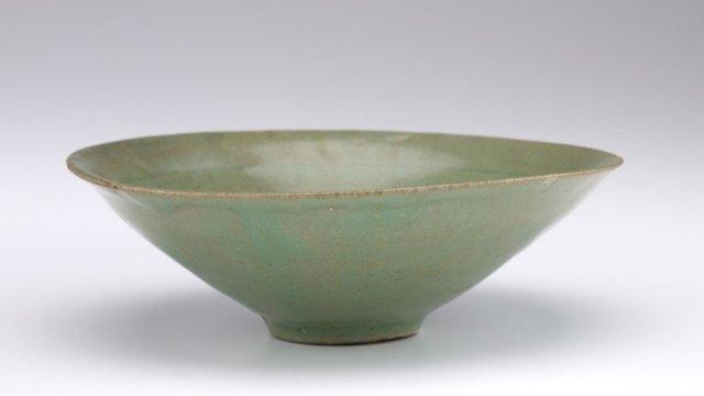 a green ceramic bowl, F1907.298