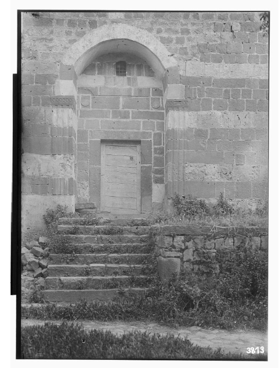 Black and white photograph of the al-darwishiya mosque door.