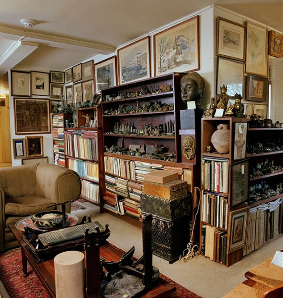Paul Singer's apartment in Summit, New Jersey (photo byJohn Tsantes).