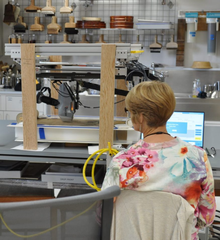 Dr. Kathryn Rowberg monitors the scanning XRF analysis of the handscroll