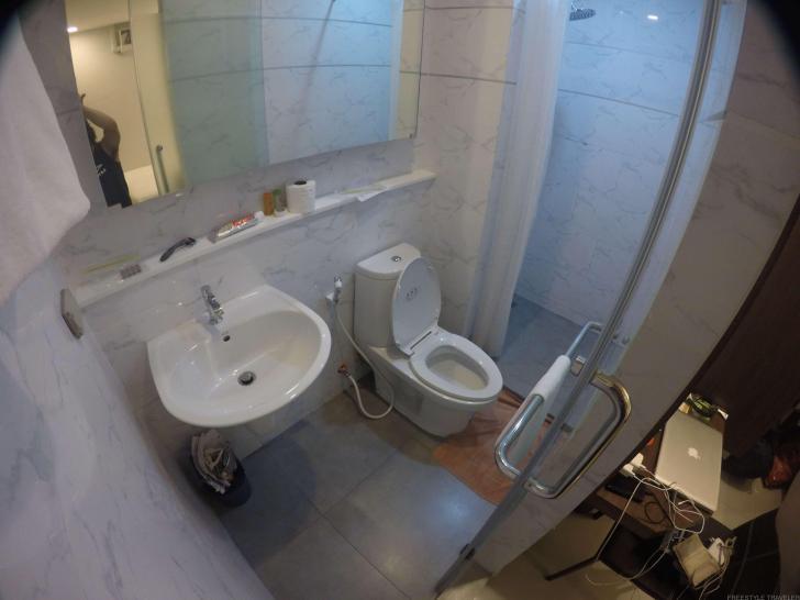 スタジオ・ナナホテルのバスルーム