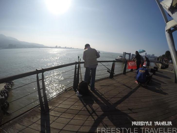 台北・淡水は釣り人が多い