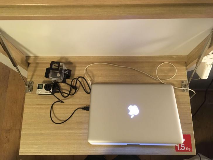 作業机は重量制限あり。PCで作業する分には問題なし。