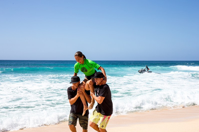 Frankie Harrer wins The 2017 WSL Wahine Pipe Pro