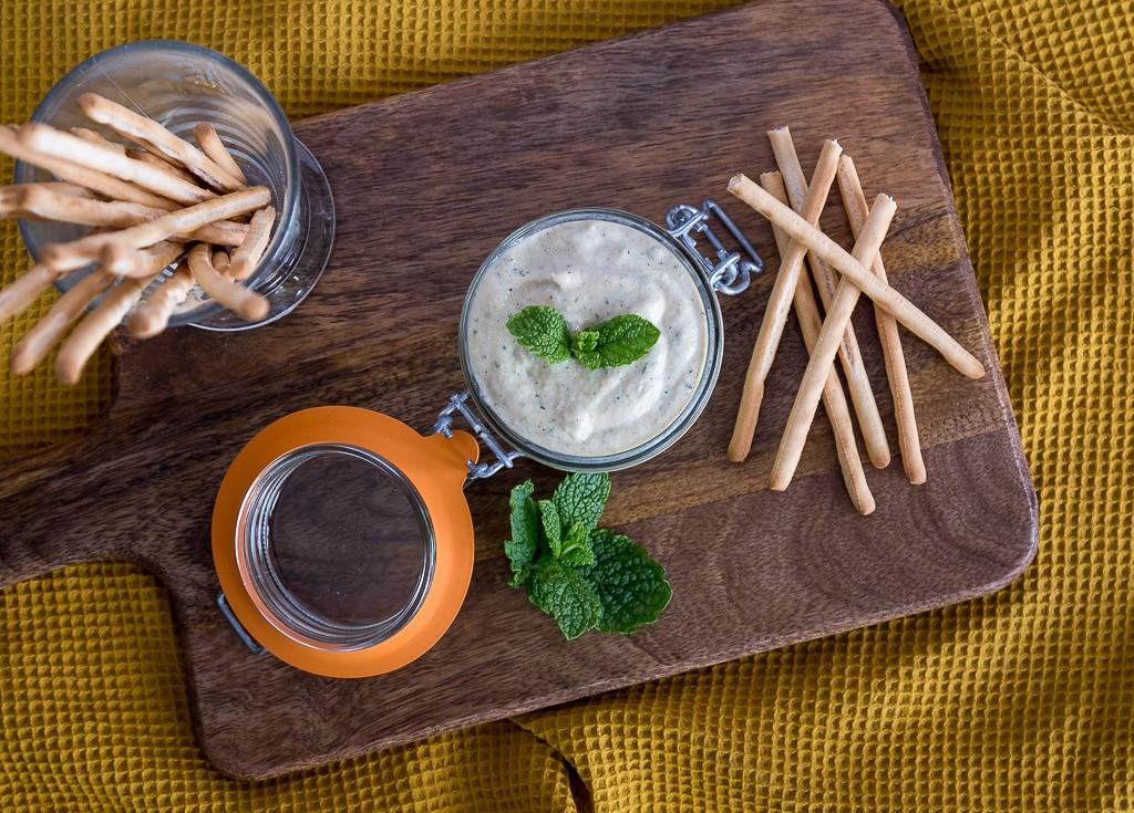 Une recette de dip à la courgette et au tahini. Recette parfaite pour l'apéro :)  végétarienne et sans gluten !