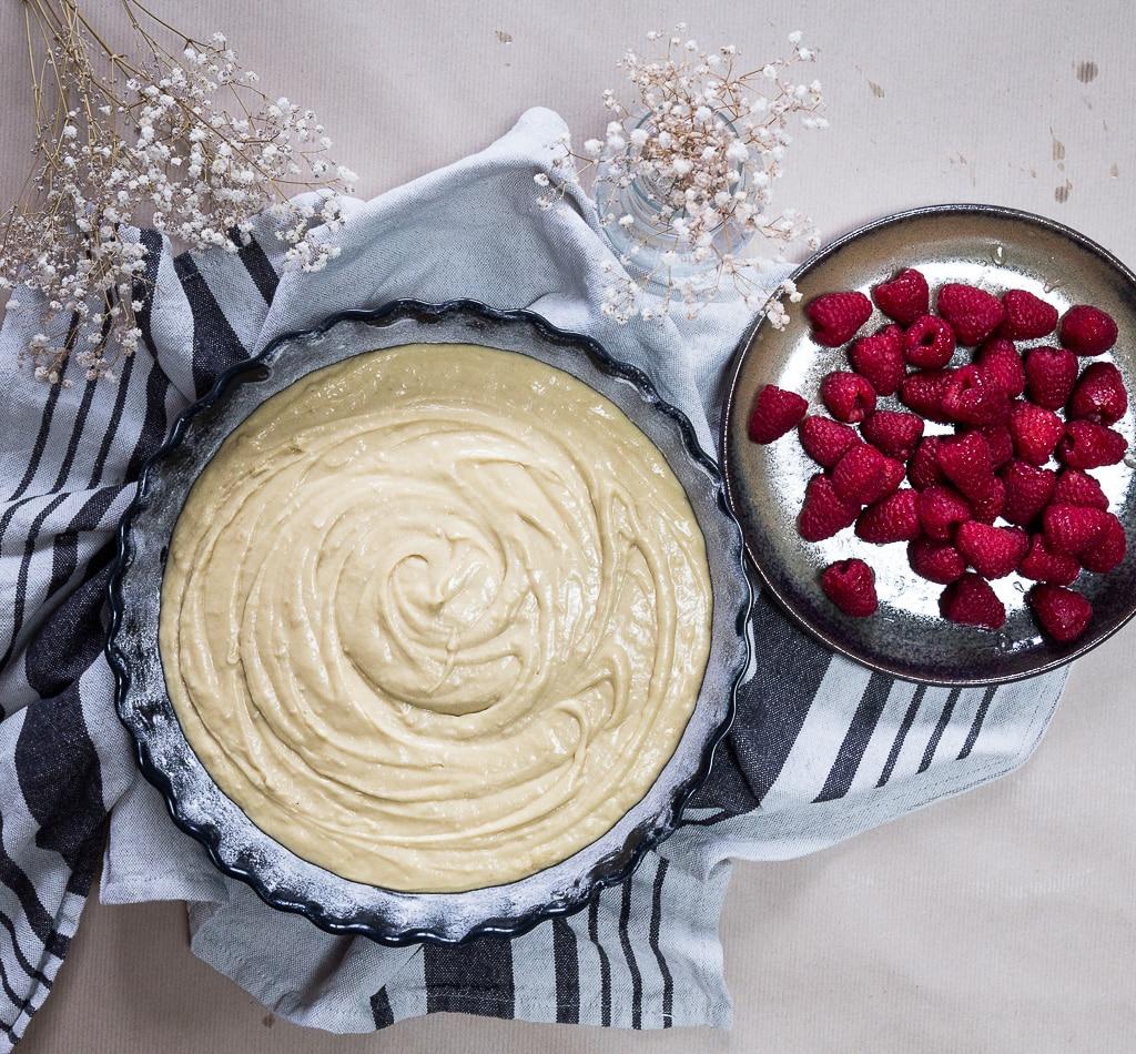 Une de recette de délicieux gâteau archi moelleux à la ricotta et aux framboises ! Un vrai délice pour le dessert :)