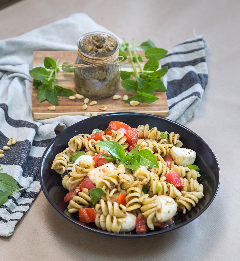 Une recette de pesto d'aubergine pour sublimer vos salades de pâtes ! ou vos pâtes tout court ! Végétarien et sans gluten !