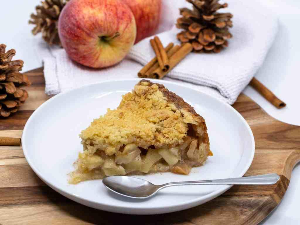 Une délicieuse recette de pie à la pomme (tourte) à la façon néérlandaise ! Idéale pour un max de réconfort lors des longues soirées d'automne !