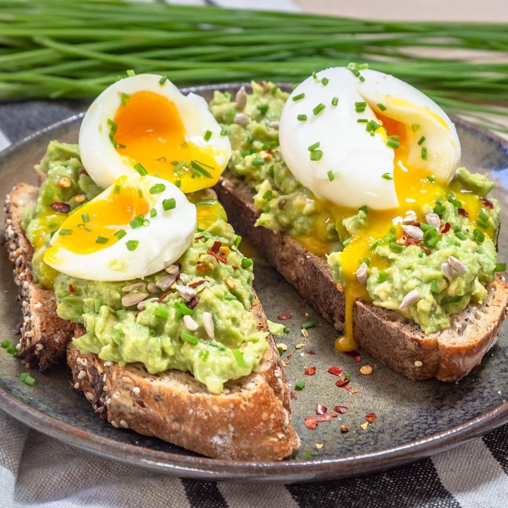 Une recette super simple et rapide pour faire des tartines d'avocats et œufs mollets ! Ces toasts végétariens sont parfaits pour un brunch ou un repas rapide :)