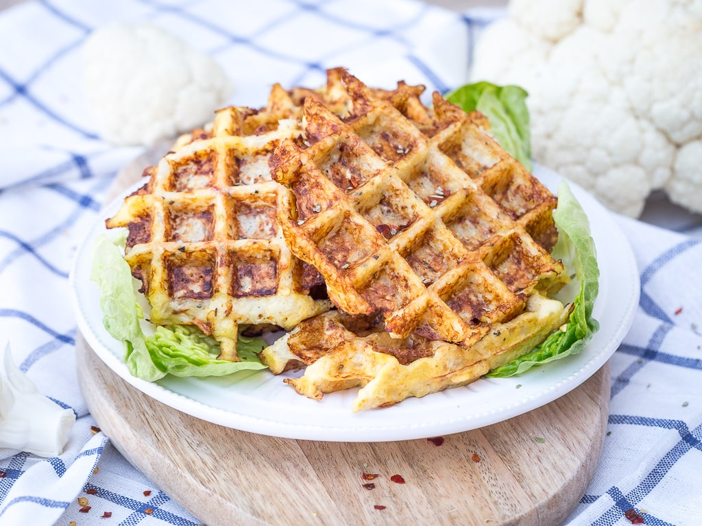 Une recette de gaufres sans gluten, et sans aucune farine ! Que du chou fleur, un peu de fromage et le tour est joué. Une recette simple et rapide à réaliser qui plaira aux enfants comme aux adultes ! Recette végétarienne