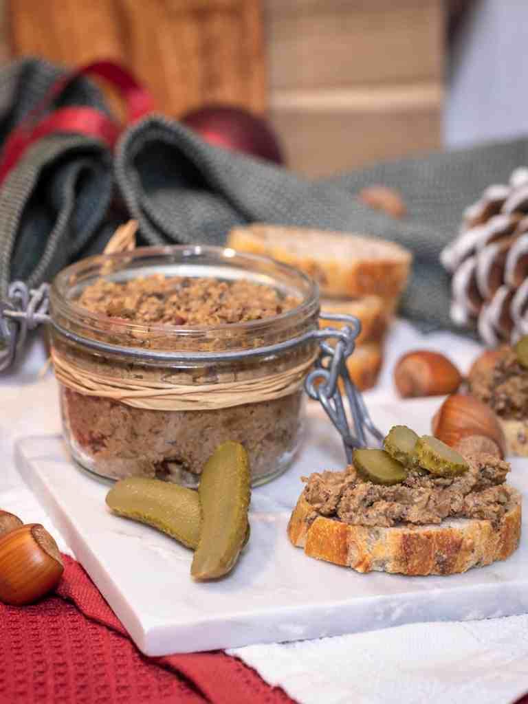 Découvrez une recette simple et rapide de pâté vegan aux Cèpes et aux Noisettes ! Idéale pour Noël et le Nouvel An :)