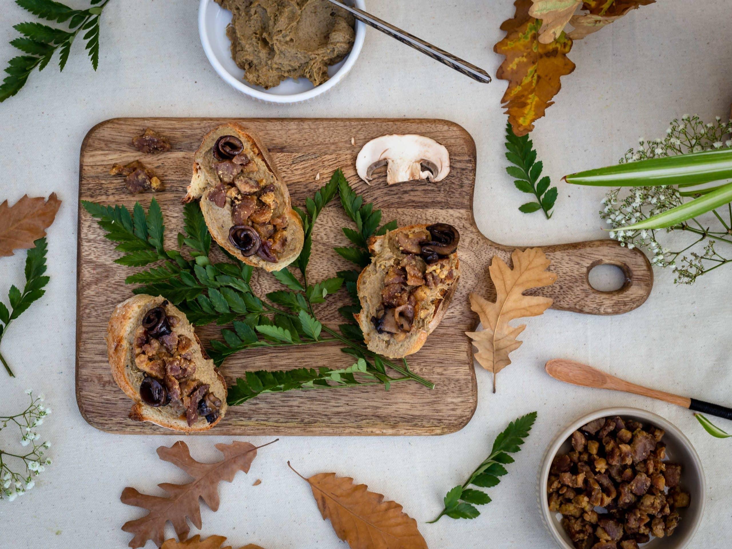 Toasts Vegans à la Crème de Cèpes et Marrons Caramélisés